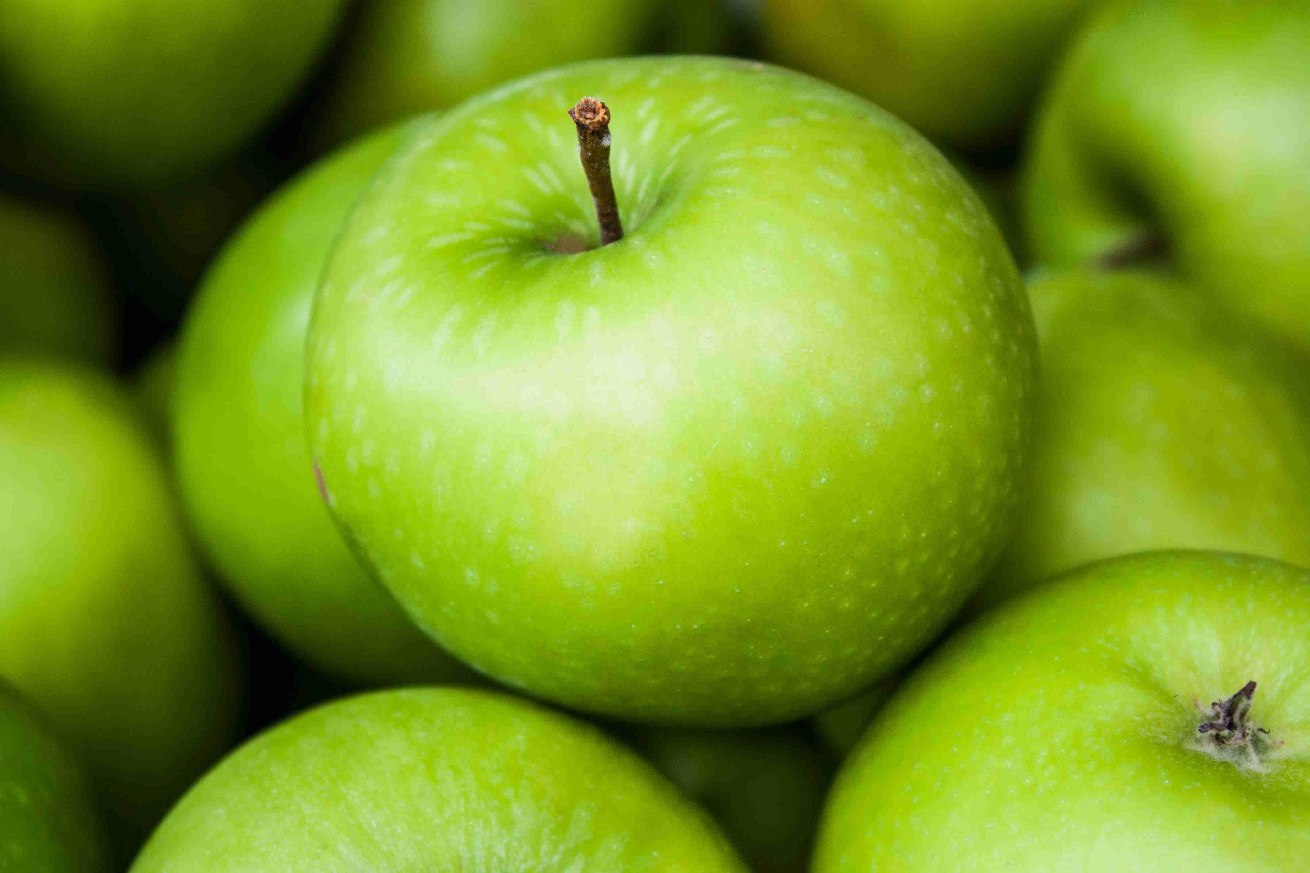 занимается созданием цвет зеленого яблока фото торт конфет шоколада